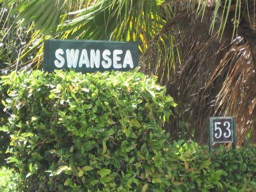 Oh I wonder who lives here.....